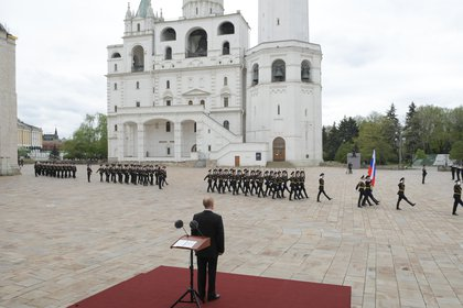 Russian President Vladimir Putin watches honour guards of the Presidential Regiment marching to mark the 75th anniversary of the victory over Nazi Germany in World War Two, in Sobornaya Square of Moscow's Kremlin on May 9, 2020. (Photo by Alexey DRUZHININ / SPUTNIK / AFP)
