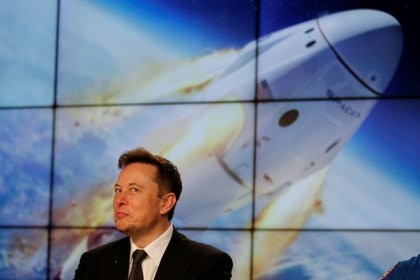 El fundador e ingeniero jefe de SpaceX, Elon Musk, habla en una conferencia de prensa en el Centro Espacial Kennedy, en Cabo Cañaveral, Florida, EEUU. 19 de enero de 2020. REUTERS/Joe Skipper