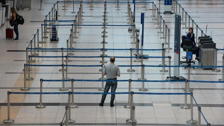 Imágenes del aeropuerto de Ezeiza casi vacio durante la pandemia (Adrián Escandar)