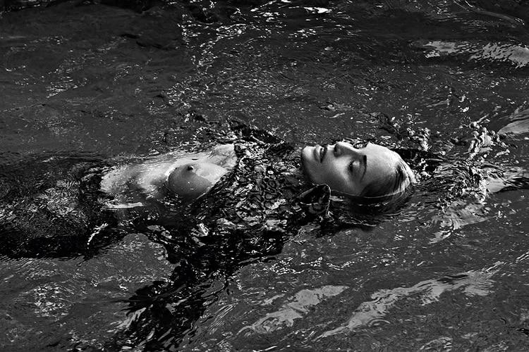 El topless de Sharon Stone para Vogue