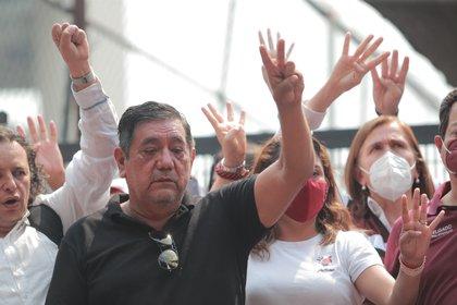 El candidato del Movimiento de Regeneración Nacional (Morena) por el estado de Guerrero, Félix Salgado Macedonio, participa en una protesta frente al Instituto Nacional Electoral (Foto: EFE / Carlos Ramírez)