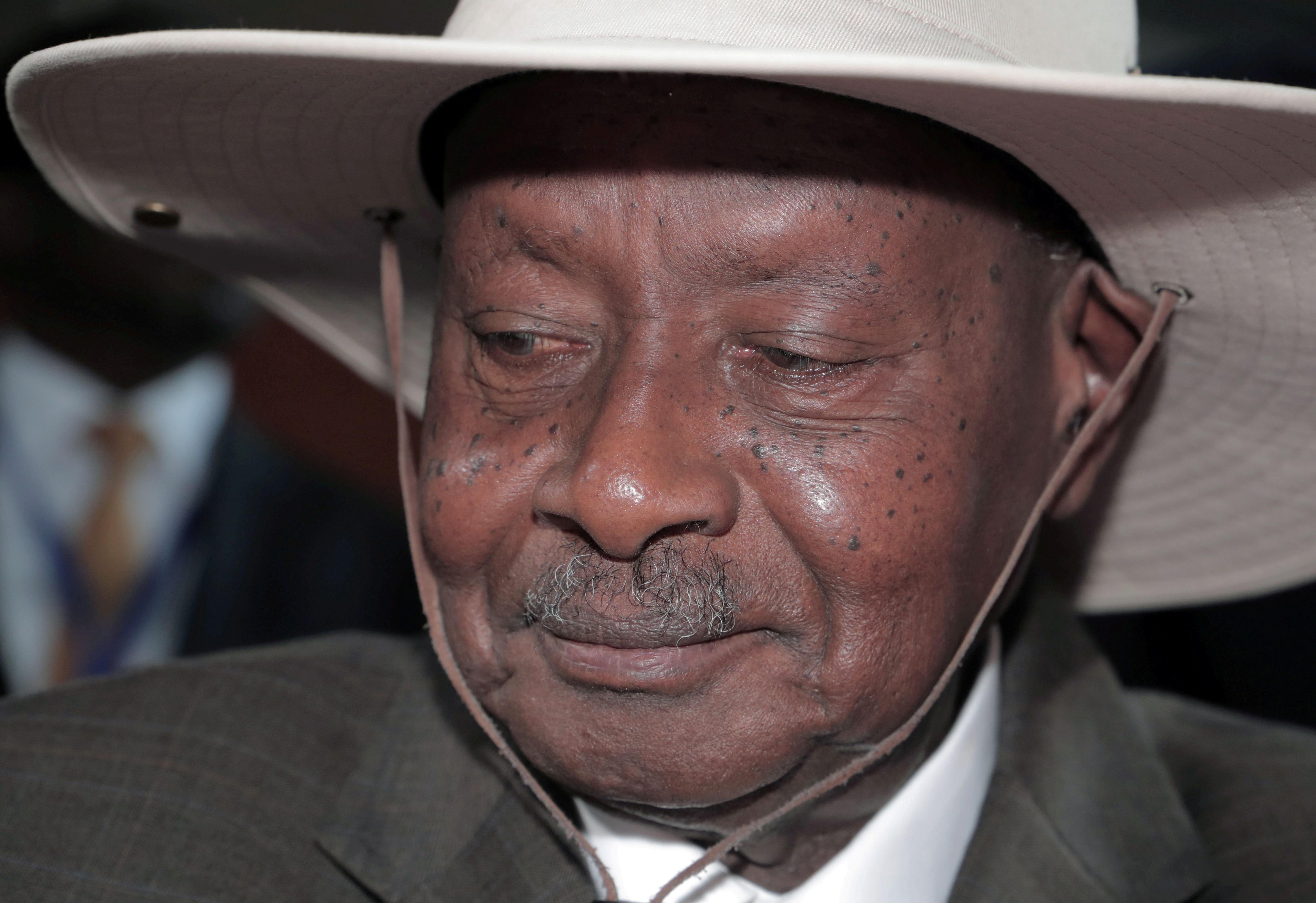 El presidente de Uganda, Yoweri Museveni, llega a la apertura de la 33ª Sesión Ordinaria de la Asamblea de Jefes de Estado y de Gobierno de la Unión Africana (UA) en Addis Abeba, Etiopía, el 9 de febrero de 2020 (REUTERS/Tiksa Negeri/File Photo)