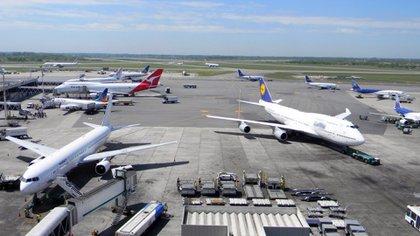 El 60% de las personas consultadas dijo que viajaría menos fuera del país, un 22% seguiría igual; 8% viajaría más y un 10% no respondió.