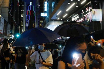 Luces y paraguas, símbolos de lucha en Hong Kong (Reuters)