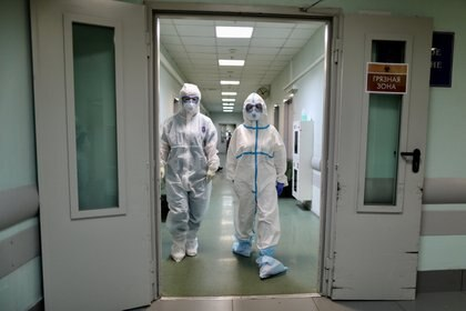 Personal médico en el Hospital 1 de Moscú (Reuters)