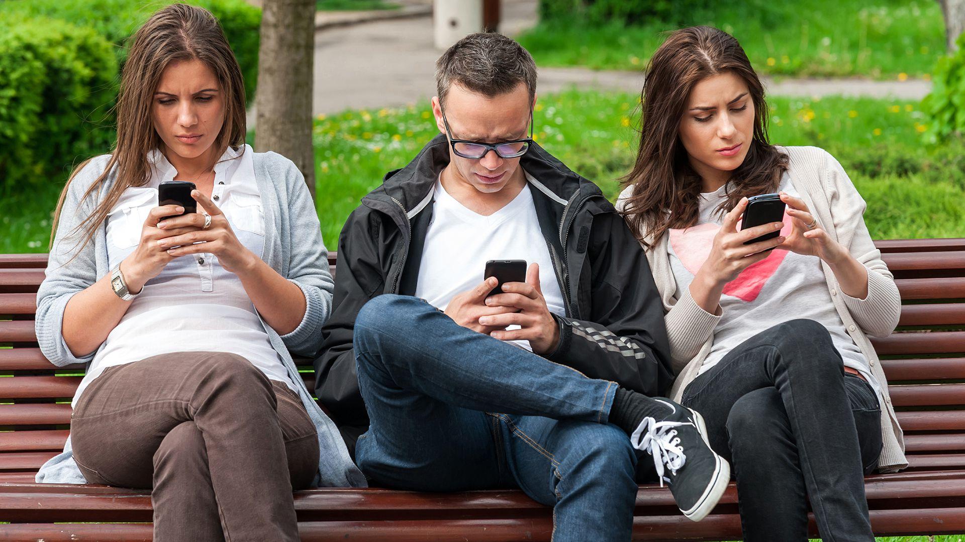 El Presidente defendió el DNU de las telecomunicaciones y señaló que en el país hay 60 millones de celulares (Shutterstock)