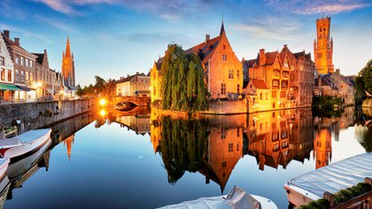 """La encantadora ciudad de Brujas en Bélgica es conocida mundialmente como la ciudad del agua. La """"Venecia"""" de la Europa del Norte. La síntesis del clásico& moderno. (Getty Images)"""