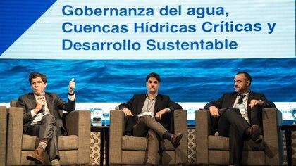 Pablo Bereciartua, secretario de Infraestructura y Política Hídrica; Javier García Espil, director de Gestión Ambiental del Agua y Ecosistemas Acuáticos; y Lucas Figueras, presidente de ACUMAR (ACUMAR)