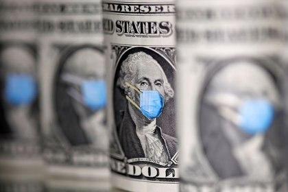 George Washington, con una máscara médica impresa en los billetes de un dólar en esta ilustración tomada el 31 de marzo de 2020 (REUTERS/Dado Ruvic)