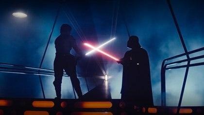 Cómo es la réplica del sable láser retráctil de Star Wars que diseñó Disney