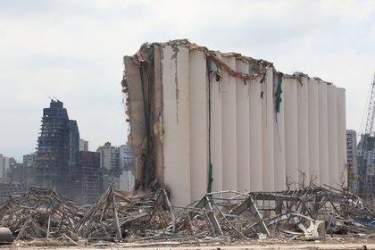 Los silos, dañados tras la explosión en el puerto de Beirut, el 26 de agosto de 2020. (REUTERS/Mohamed Azakir)