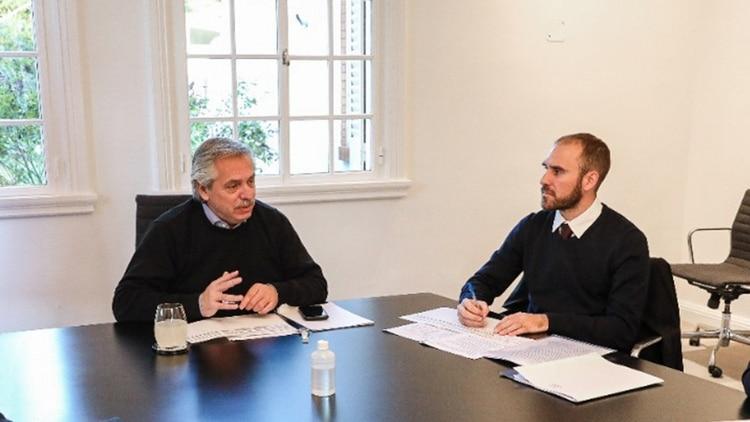 Alberto Fernández y Martín Guzmán durante una reunión de trabajo en la quinta de Olivos