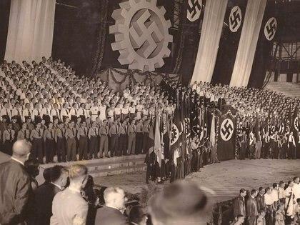 El 10 de abril de 1938, una multitud filo nazi se reunió en el estadio Luna Park, en Buenos Aires, para festejar la anexión de Austria a Alemania.