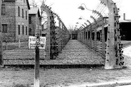 Parte del complejo sistema de alambradas en un rincón de Auschwitz
