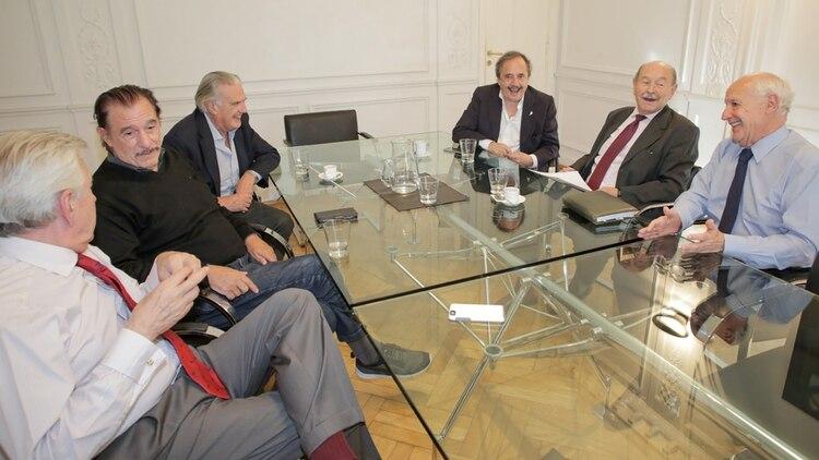 Lavagna recibió en sus oficinas a Alfonsín, Storani, Casella y Sappia