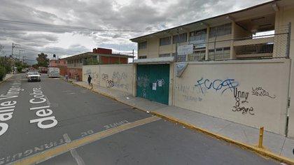 El asesinato ocurrió afuera de la primaria Profesora Manuela Hinojosa, en Nezahualcoyotl, Estado de México Foto: Maps