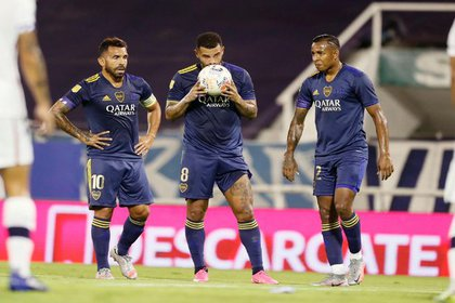 De izquierda a derecha: Carlos Tévez, Edwin Cardona y Sebastián Villa, figuras de Boca Juniors en la goleada a Vélez. - Twitter @BocaJrsOficial.