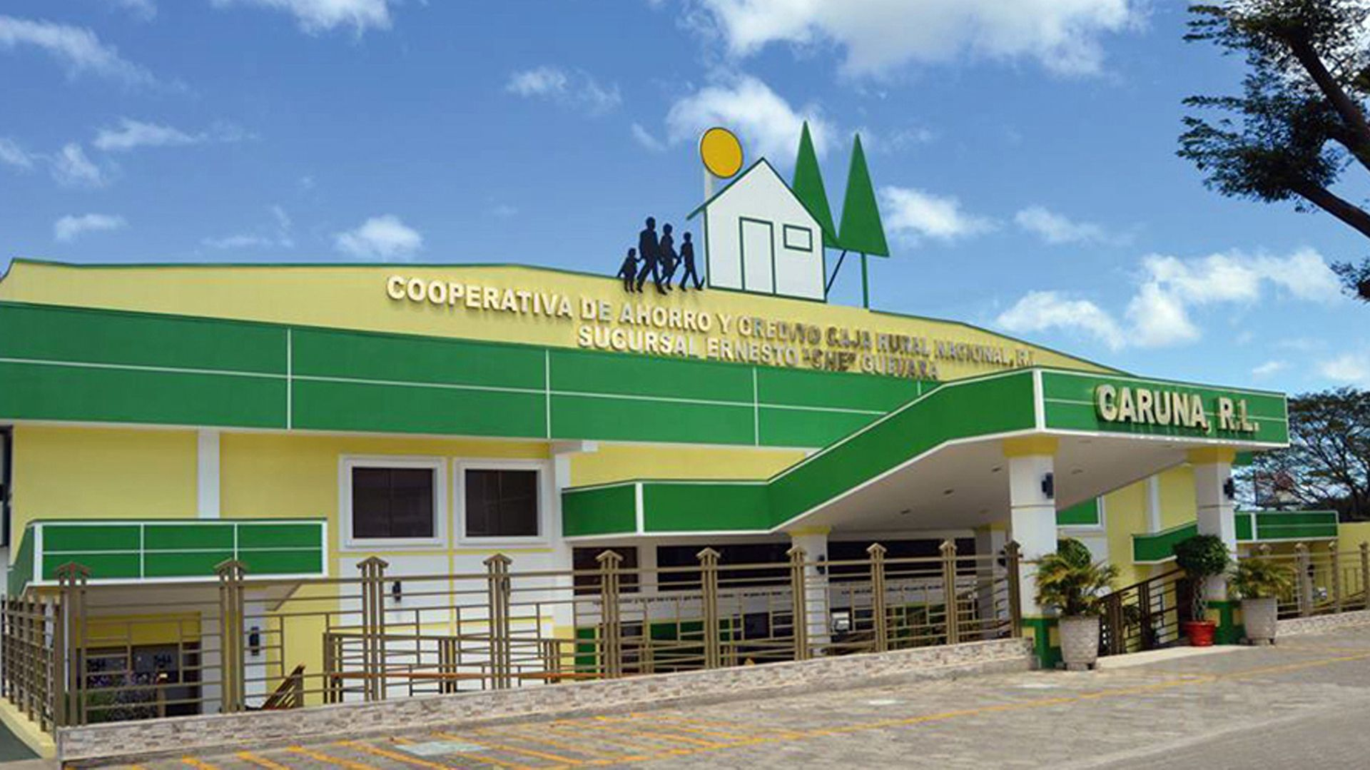 Las principales oficinas de la Cooperativa Caruna, que crecieron al calor del dinero de los negocios con el chavismo, fueron cerrando o limitando sus operaciones financieras desde abril de 2018. (Cortesía/La Prensa)