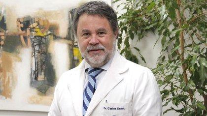 El doctor Carlos Grant del Río fue destacado en su carrera. Se convirtió en director del Servicio de Salud en Concepción, misma comuna en la que el hospital regional lleva el nombre de su abuelo, de destacada trayectoria médica, Guillermo Grant Benavente