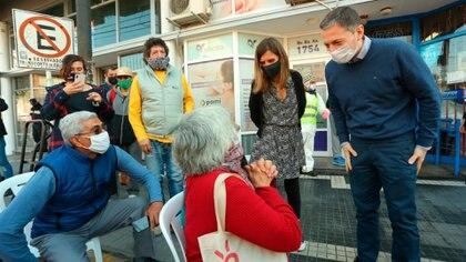 Raverta en Esteban Echeverria conversando con jubilados, la suspensión de la Ley de Movilidad afectó el ingreso de la mínima en un 4% y el de la máxima en 14 por ciento