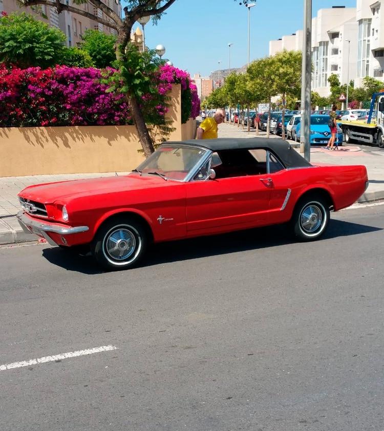 Pablo Prigioni suele utilizar su Ford Mustang para ir a la playa