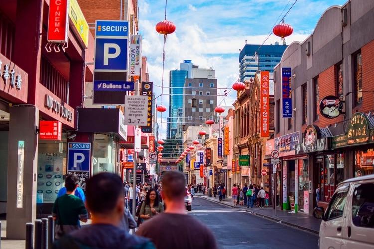 Durante los últimos 160 años, el Año Nuevo chino en Melbourne se viene festejando en este barrio. El domingo 2 de febrero de 2020 los visitantes pueden sumarse a los festejos y deslumbrarse junto a miles de espectadores con el Desfile del Gran Dragón (Shutterstock)