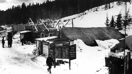 Siberia en 1943, las barracas de los campos de concentración donde Stalin enviaba a quienes pensaban distinto (Sovfoto/Universal Images Group/Shutterstock)