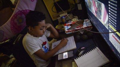 Las clases se realizan de manera virtual en México, debido a la pandemia. (Foto: Cuartoscuro)