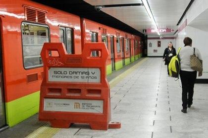 A través de redes sociales el Metro informó que el horario de servicio de este lunes será de las 7:00 a las 24:00 horas (Foto: Cuartoscuro)
