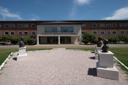 La ESSA ( Escuela de Suboficiales de la Armada) es la construcción más moderna de la BNPB