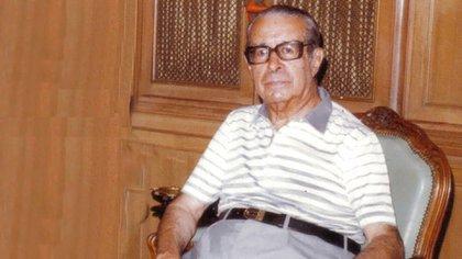 Antonio J. Benítez. En 1953, como diputado y presidente de la Cámara Baja buscó el consenso para aprobar la ley que pena el maltrato animal. Lo logró.