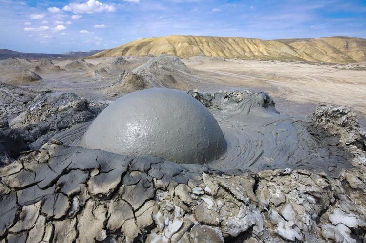 Ubicados en el centro de Azerbaiyán, los volcanes de lodo del Parque Nacional Gobustan gorgotean con una combinación de metano y lodo. Ocasionalmente, sin embargo, el metano se acumula y los conos estallan en llamas