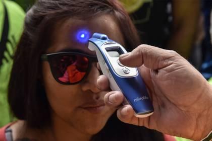 IPN desarrolló un termómetro infrarrojo digital de bajo costo para detectar incrementos en la temperatura corporal Foto: Mario Jasso / Cuartoscuro