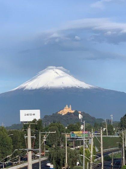 Los volcanes desde el estado de Puebla (Foto: Twitter @Michellinares)