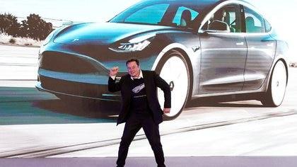 FOTO DE ARCHIVO: El consejero delegado de Tesla, Elon Musk, durante un evento de entrega de automóviles modelo 3 de Tesla China en Shanghái, China, el 7 de enero de 2020. REUTERS/Aly Song