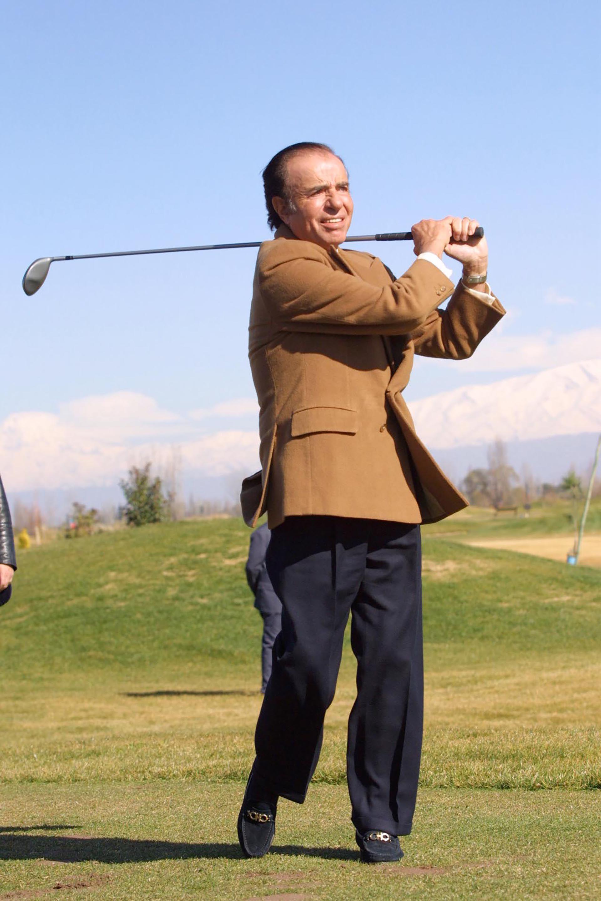 Golf, tenis, automovilismo, fútbol, entre otros pasatiempos, Menem fue un activo deportista. No se privó de manejar una Ferrari a alta velocidad ni de hacer el deporte un ámbito de intercambio y de relaciones públicas durante sus dos períodos de gobierno.