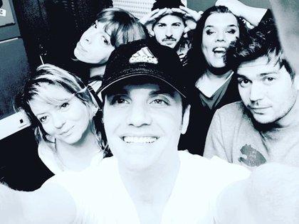 Santiago del Moro y su equipo en Pop Radio