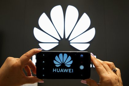 Huawei. REUTERS/Rodrigo Garrido/File Photo