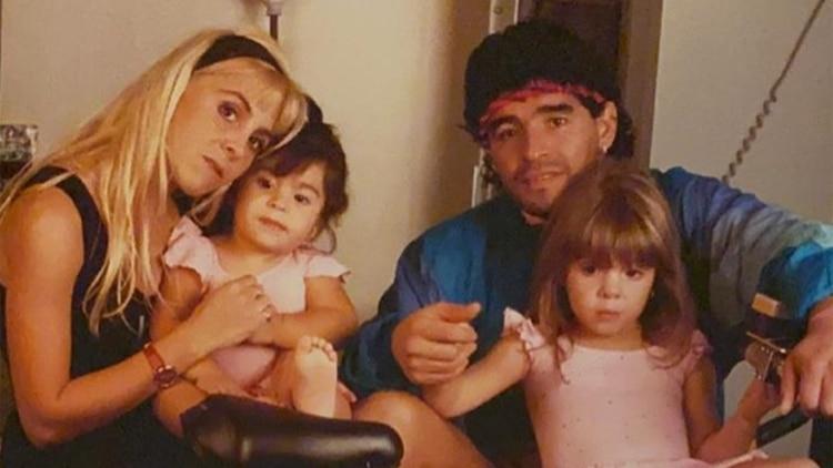 Claudia, Diego y las nenas, Dalma y Gianinna, en una foto familiar