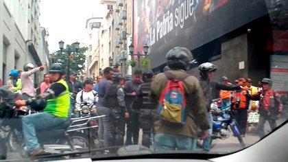 La oposición denunció la presencia de paramilitares