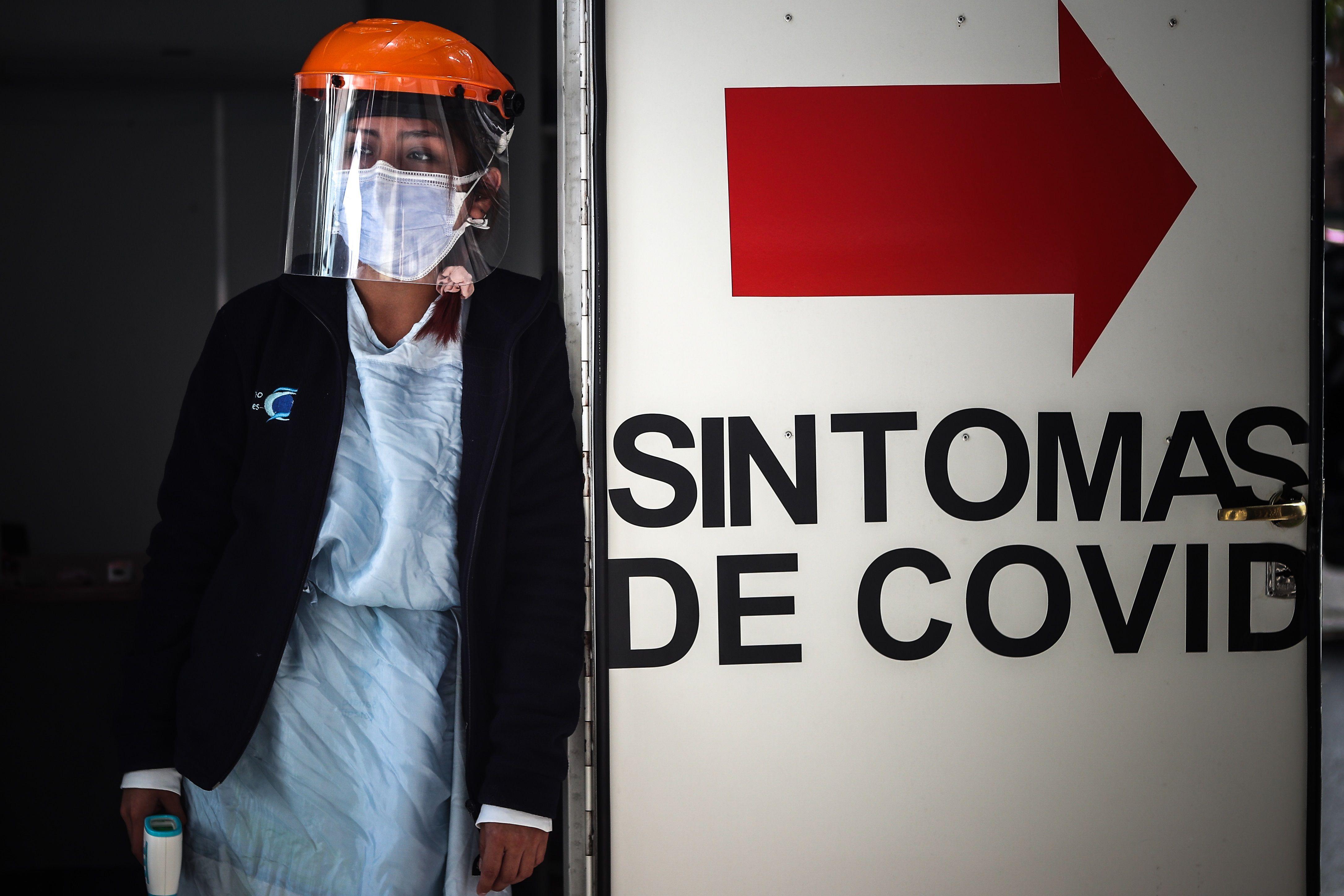 Los casos de coronavirus siguen siendo altos en todo el país (EFE/Juan Ignacio Roncoroni/Archivo)