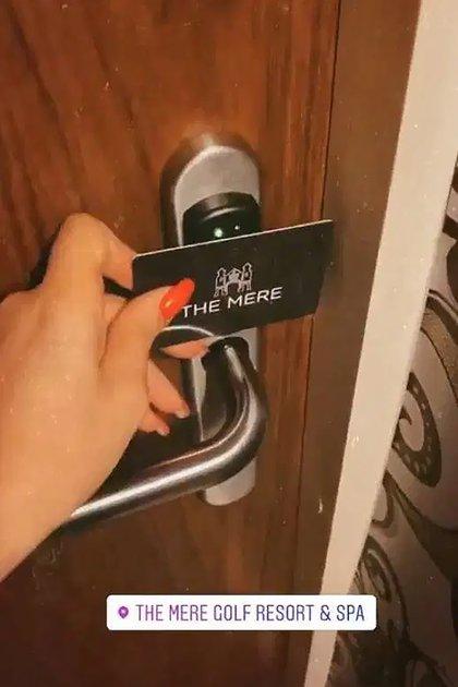 Una de ellas publicó la tarjeta magnética del hotel (Instagram)