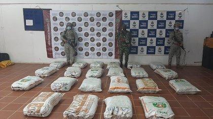 Tras cinematográfica persecución por el río Putumayo, Fuerza Naval incautó 22 millones de dólares en base de coca