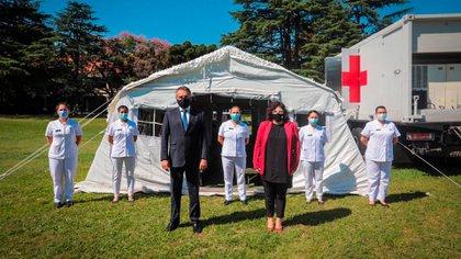 Los ministros Agustín Rossi y Carla Vizzotti durante la presentación oficial del nuevo hospital militar reubicable