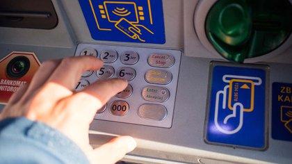 Los cajeros deberán seguir entregando un monto mínimo de $15.000 diarios, en una o varias extracciones.