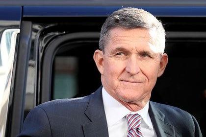El antiguo asesor sobre seguridad nacional del presidente estadounidense, Michael Flynn, a su llegada a una audiencia judicial celebrada en Washington D. C., Estados Unidos