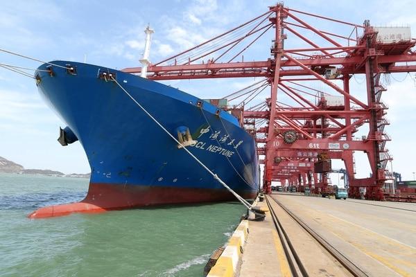 La primera oleada aranceles de Washington destinada a 818 categorías de bienes importados de China incluye mayoritariamente componentes de la cadena de suministro del sector industrial y tecnológico, pero también apunta a varios bienes de consumo. (REUTERS/Stringer)
