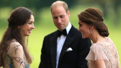 El príncipe William, la duquesa de Cambridge y Rose Hanbury durante un evento de 2016 en King's Lynn, Inglaterra (Grosby)