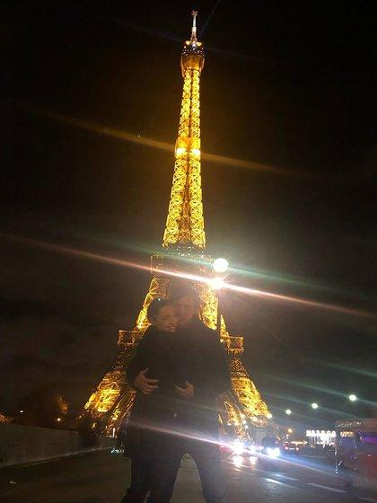 Pampita y García Moritán en la Torre Eiffel