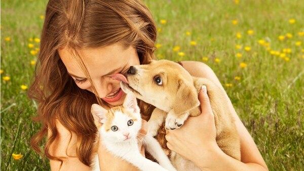 La conexión que se produce entre las mascotas y las mujeres es muy fuerte, casi como un amor de madre e hijo (Getty Images)